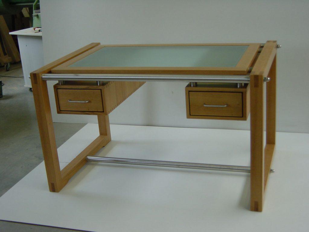 schreibtisch als synthese aus glas holz und edelstahl tischlerei schmandin. Black Bedroom Furniture Sets. Home Design Ideas