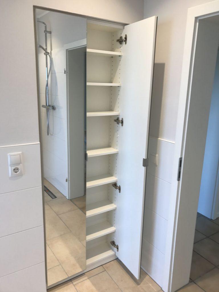 einbauschrank mit spiegelt ren f r das badezimmer tischlerei schmandin. Black Bedroom Furniture Sets. Home Design Ideas